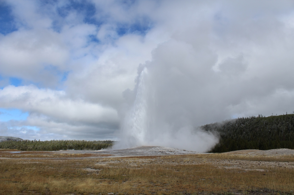image of old faithful