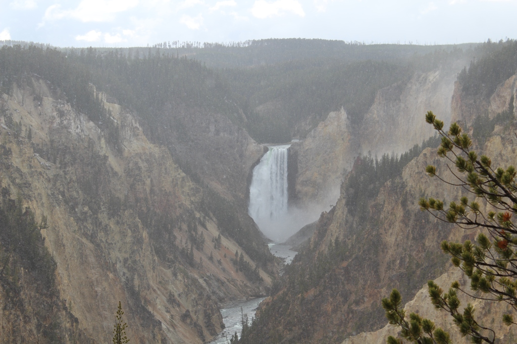 picture of the grand canyon of the Yellowstone from the south rim